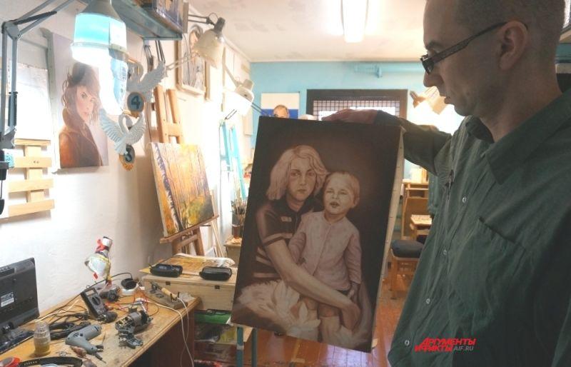 Некоторые заключённые уже в колонии увлеклись живописью, и пишут пейзажи и портреты на продажу и на заказ.