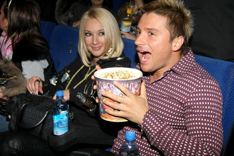Певец Сергей Лазарев и телеведущая Лера Кудрявцева на премьере фильма «Любовь в большом городе» в Москве. 2009 год.