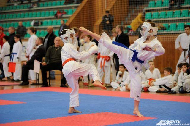 В турнире участвовали более 2000 каратистов.