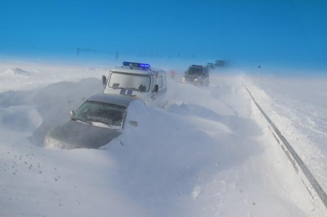 Спасатели в связи с неблагоприятными погодными условиями осуществляли патрулирование зимних автомобильных дорог.