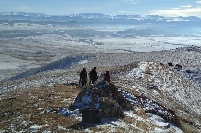 Группу «черных копателей» сдревними артефактами задержали вКарачаево-Черкесии