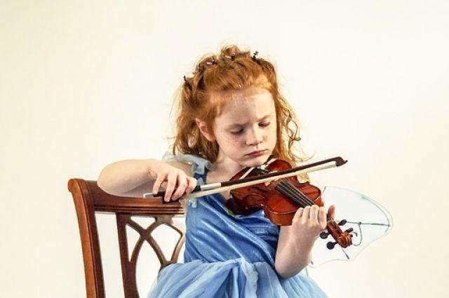 Мероприятие направлено на выявление и поддержку одарённых детей в области музыкального исполнительства.