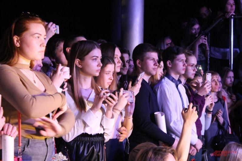Зрители в ожидании начала шоу
