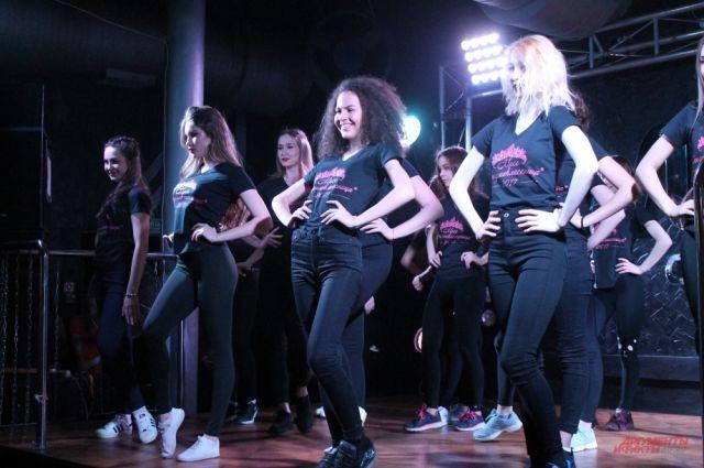 Участницами первого полуфинала стали 22 девушки