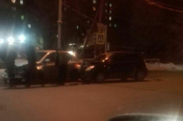 В ДТП пострадали трое.