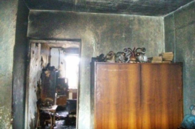 Под Оренбургом в поселке Подмаячный загорелся жилой дом.