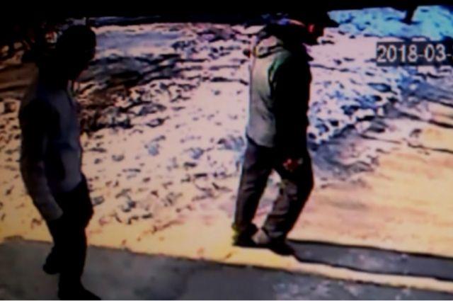 В Новотроицке полицейские разыскивают грабителей, напавших на пенсионера.