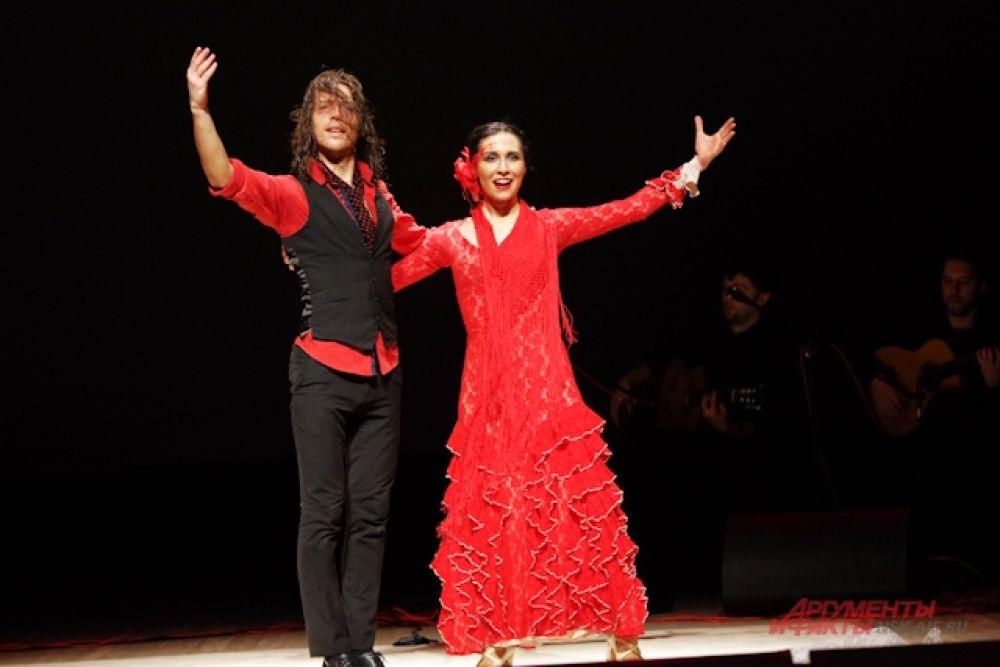 В этот раз Театр национального танца Испании «Flamenco Live» представил на суд зрителей новую уникальную программу «Ромео и Джульетта в стиле фламенко». Это абсолютно новая, неожиданная трактовка знаменитой повести Шекспира, где легендарная история о любви, рассказана на языке страстного испанского танца.