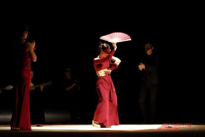 Известная во всем мире история любви, показанная на языке танца, началась, по традиции, с конфликта отцов и детей.