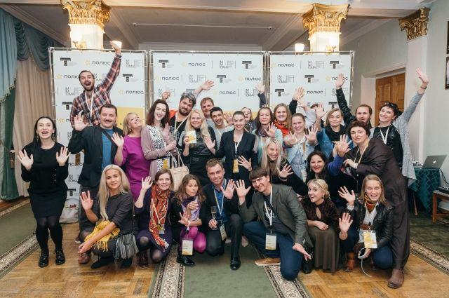Театралы смогут увидеть лучшие спектакли ведущих московских и региональных театров.