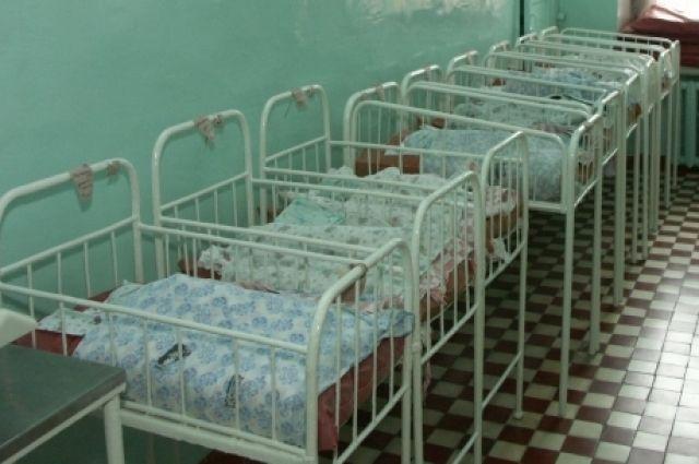 Мать отказывалась лечиться и лечить ребенка.