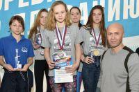 Владимир Сельков (слева) считает важным поддерживать молодых спортсменов.