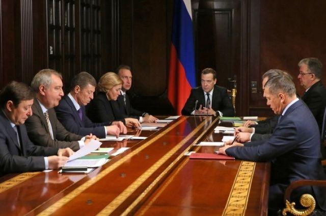 Медведев предложил публиковать информацию о тарифах ЖКХ