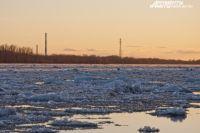 В Соль-Илецком округе перед ледоходом демонтирован понтонный мост.