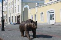 Скульптуру медведя презентовали в День города Барнаула