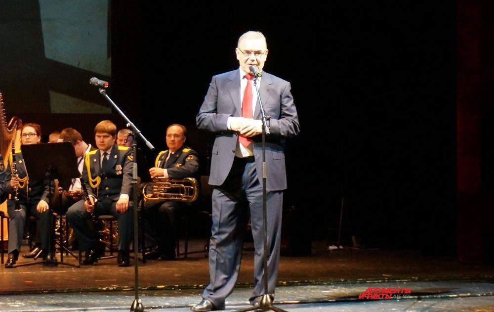 Председатель жюри конкурса имени Аркадия Гайдара Владимир Прохоров считает, что господдержку должны получать СМИ, в которых работают обладатели краевой премии.