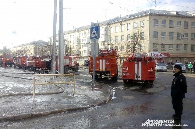 Силовики изымают документы по«Зимней вишне» вГУ МЧС поКемеровской области