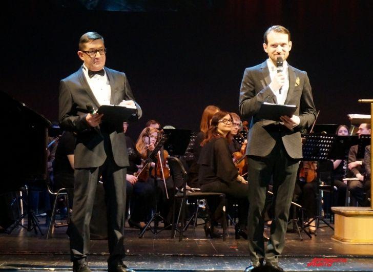 Церемонию вручения премий вели журналист Юрий Филимонов и актёр Александр Смирнов.