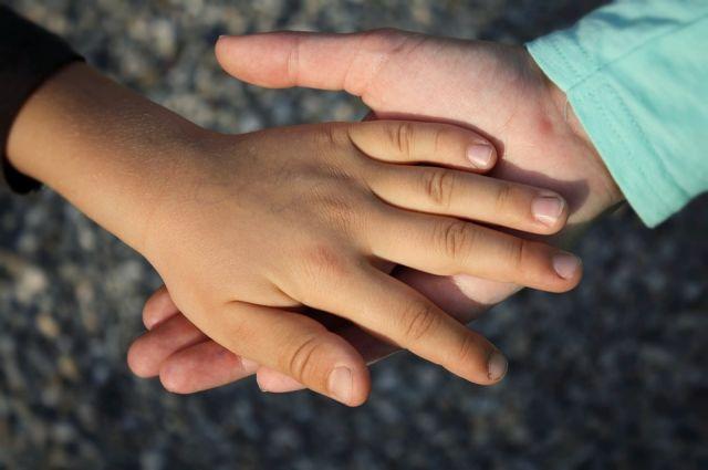 Следствие проверит усыновление детей наУрале заденьги