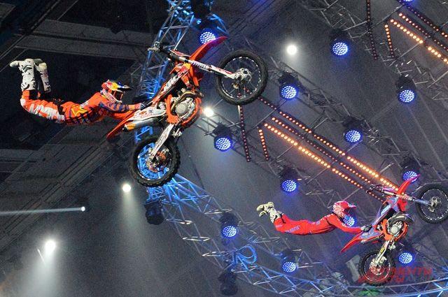 Зрители увидели максимум из возможных в закрытых помещениях трюков.