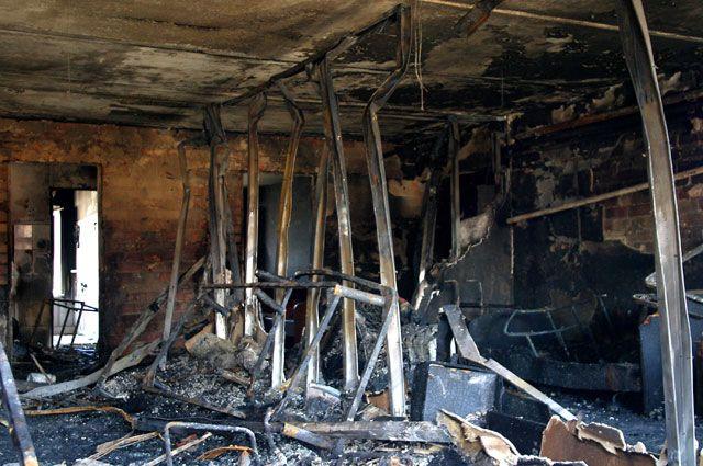 На месте пожара в доме престарелых в станице Камышеватская.