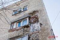 В доме произошло частичное обрушение угла торцевой части стены и кровли.