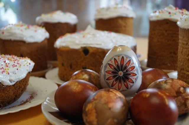 Ни один пасхальный стол не обойдется без кулича и крашеных яиц.