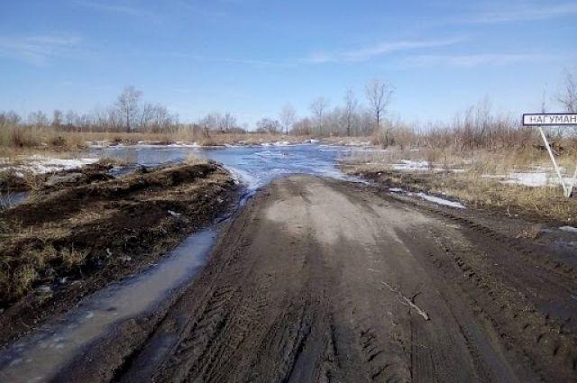 Паводок-2018: в Оренбуржье вода залила уже восемь дорог.
