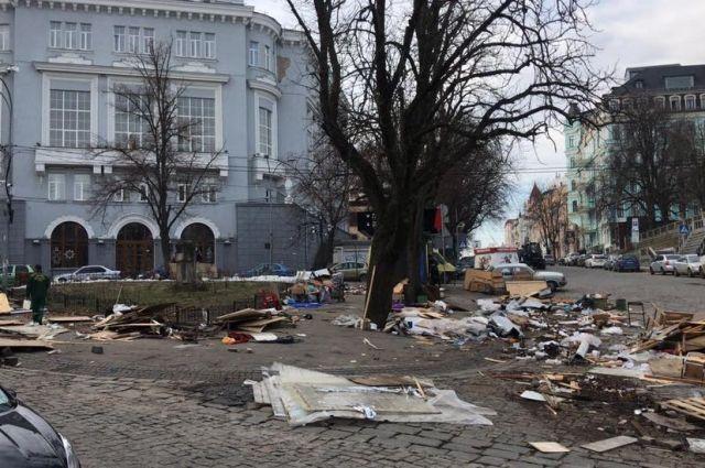 Андреевский спуск в Киеве остался без сувенирных киосков: проведен демонтаж