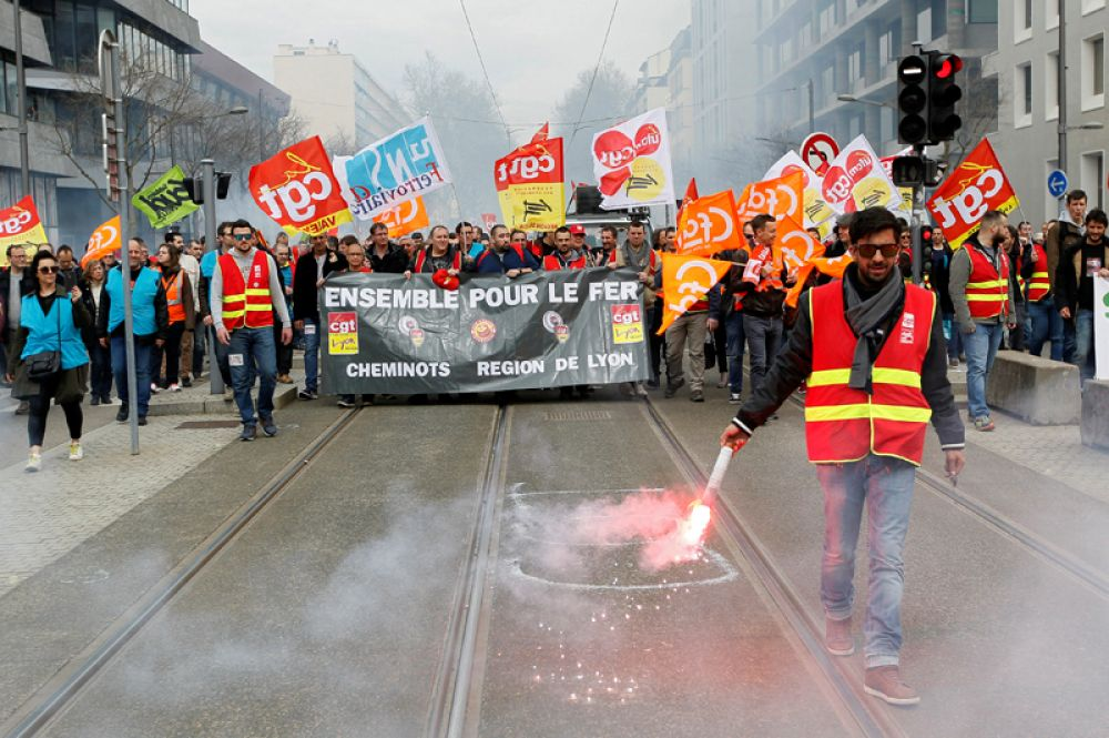 Участники общенациональной забастовки в Лионе.