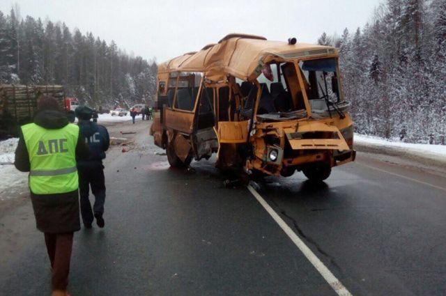 В страшной аварии на трассе Чебоксары - Сыктывкар в районе села Ыб погибли четыре человека.