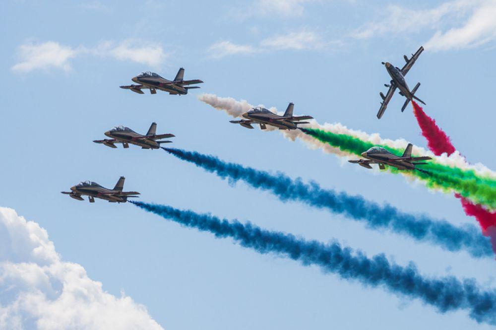 Al Fursan («Рыцари») — авиационная пилотажная группа ВВС ОАЭ. Летает на учебно-тренировочных самолетах Aermacchi MB-339.