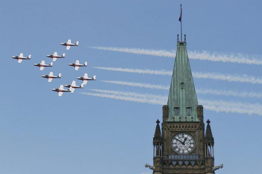 Snowbirds («Снегири») — пилотажная группа Королевских военно-воздушных сил Канады. Группа летает на одиннадцати учебных самолетах CL-41 Tutor.