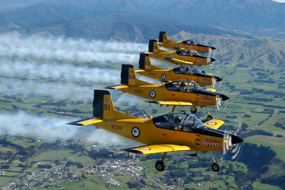 Red Checkers («Красные Шашки») — авиационная пилотажная группа Королевских ВВС Новой Зелеандии. В составе группы девять самолетов CT/4 Airtrainer.