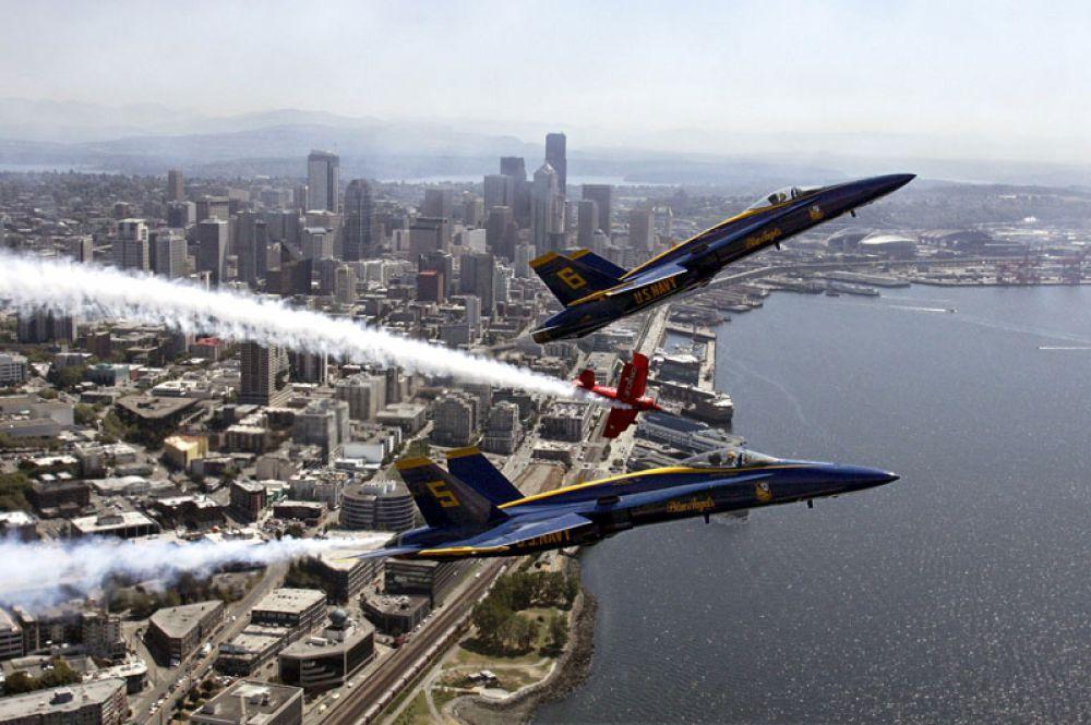 Blue Angels («Голубые Ангелы») — авиационная группа высшего пилотажа Военно-морских сил США. Создана в 1946 году. Летает на истребителях-бомбардировщиках F/A-18 «Хорнет».