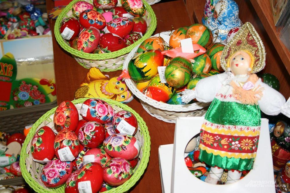 В Пасху принято дарить близким оригинально оформленные подарки. Это могут быть игрушки…