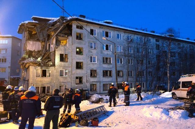 Ближе к ночи жителям второго и третьего подъездов разрешили вернуться в свои квартиры.