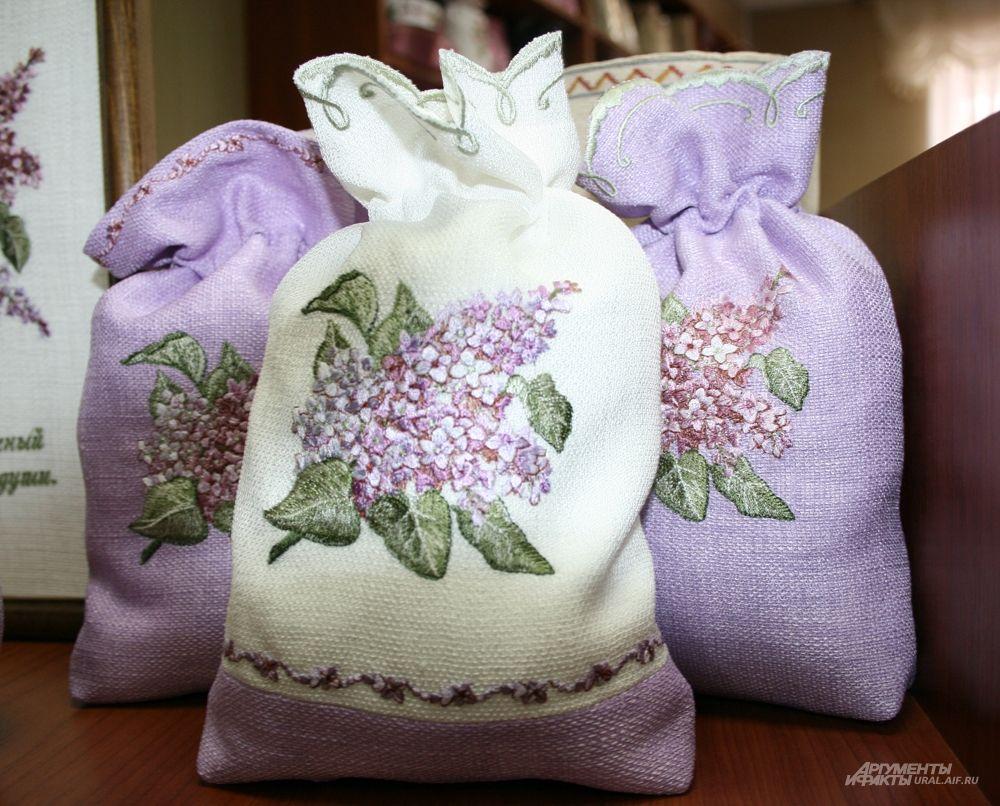 ...подарочные мешочки, салфетки, скатерти...