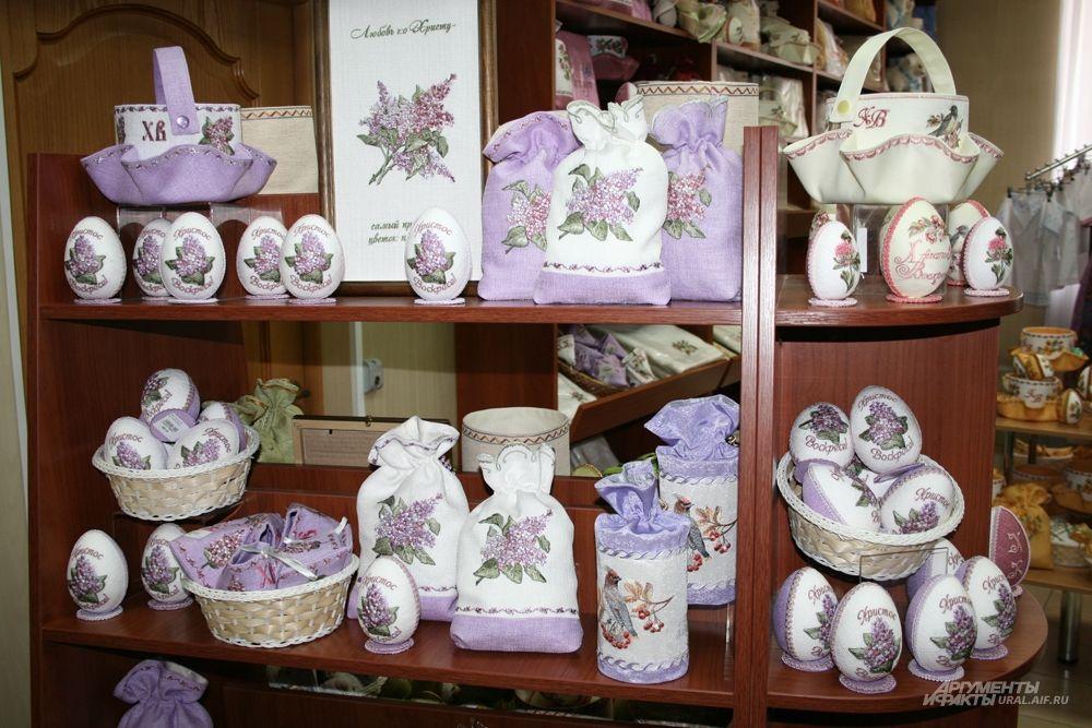 Расшитые пасхальные яйца можно преподнести в День Светлой Пасхи и родственникам, и друзьям.