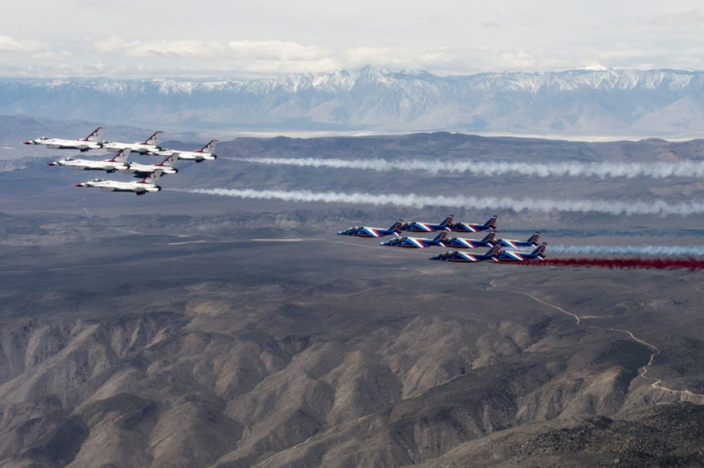 «Патруль де Франс» — французская пилотажная группа, одна из самых старых в мире. С 1981 года летает на самолетах «Альфа Джет», окрашенных в цвета флага Франции.