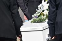 Часто родственники усопших берут огромные кредиты, чтобы устроить достойные похороны.