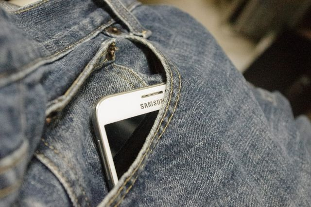 У мужчины отобрали смартфон стоимостью 15000 рублей