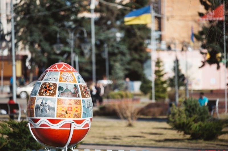 Исследователи считают, что украинская писанка имеет более 100 символических рисунков. Например, кривулька знаменовала нить жизни, вечность солнечного движения.