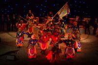 Мистерия Цам - завораживающая пантомима, эффектные костюмы, звенящие трубы и ритуальные инструменты.