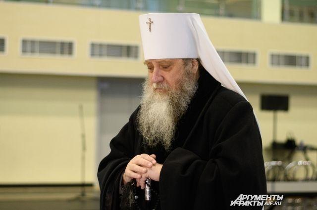 Митрополит Вениамин: «Смысла ходить на кладбище на Пасху нет».