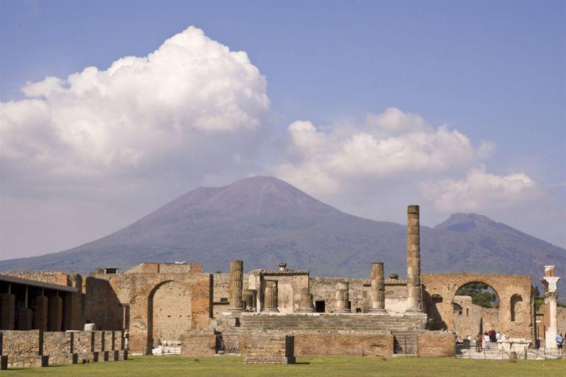 Храм Юпитера. Главный храм Помпей возвышался в центре северной стороны форума. Он датируется 150 годом до н.э.