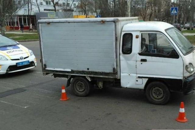 В Николаеве грузовик сбил женщину с ребенком