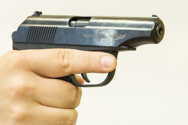 В Оренбурге ночью из травматического пистолета ранен мужчина.