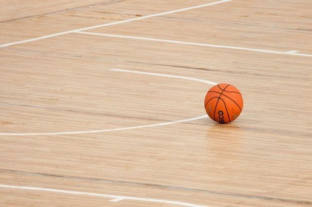 Спортивный зал прокопьевской школы закрыли из-за грибка.