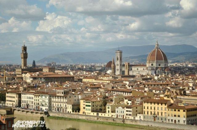Флоренция — итальянский город на реке Арно.